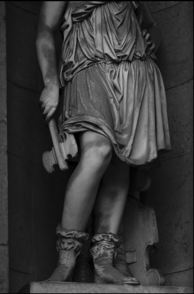 statueaxe